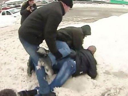 Во время панихиды по Долматову на оппозиционера Сергея Удальцова напали нацболы.