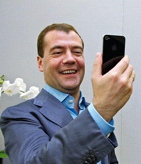 Дмитрий Медведев раскритиков качество мобильной связи в Москве.