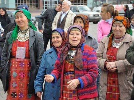 Бурановским бабушкам шьют уникальные платья для благотворительного концерта в Ижеске.