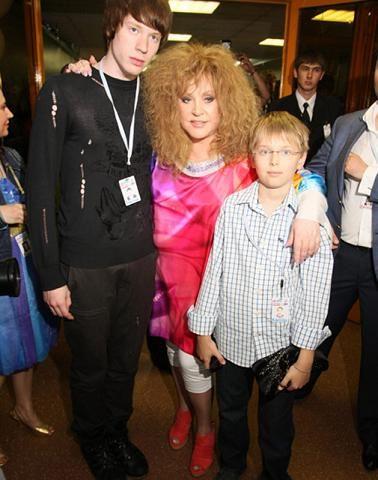 Алла Пугачева с внуками