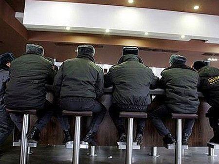 В управлении ФСКН признали, что в ведомстве работают наркоманы.
