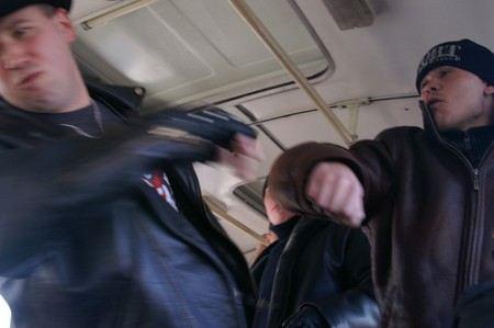 В Москве безбилетник ранил водителя автобуса ножом.