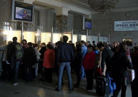 Из-за неопределенности с переходом на летнее время Россия приостановила продажу билетов на Украину.
