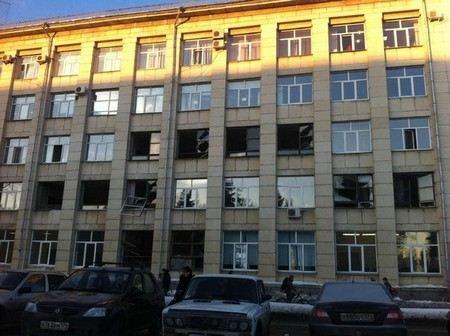 Из-за падения метеорита под Челябинском пострадали 4 человека.