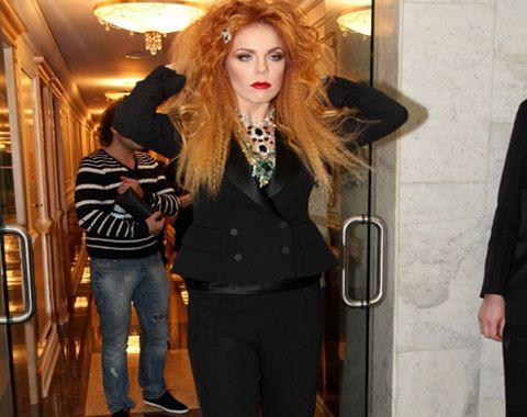 Образ певицы, в котором она появилась на одном из концертов, посвящённых Дню Святого Валентина, шокировал публику.