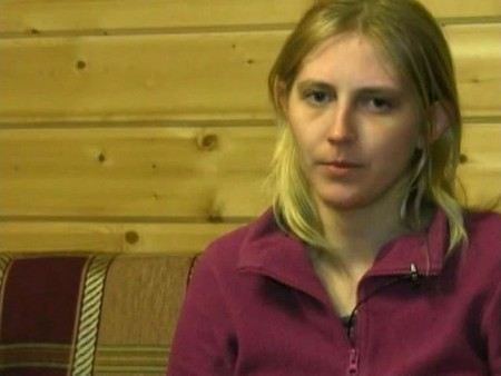 Юлию Кузьмину, мать Максима, который погиб в США, сняли с поездка за пьянку после того, как она заявила, что исправилась и хочет вернуть младшего сына.