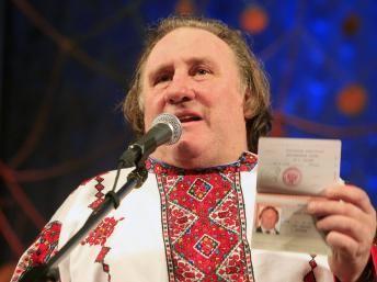 Жерар Депардье в Саранске в национальном мордовском костюме.