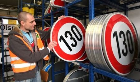 МВД предлагает увеличить максимально допустимую скорость на дорогах до 130 км в час.