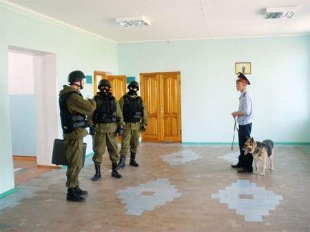 В Москве взрывные устройства ищут сразу в четырех школах.