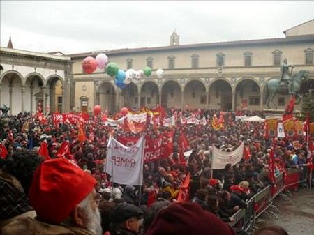 Выборы в Италии: Левые объявили о своей победе, правые просят не оглашать пока результаты.