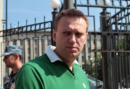 Следственный комитет заявил, что Навальный незаконно получил статус адвоката.