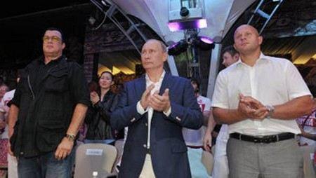 Стивен Сигал приехал в Москву, чтобы открыть спорткомплекс.