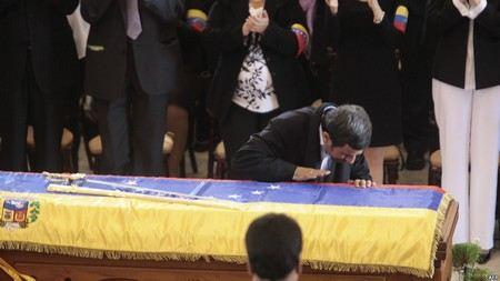 Тело Уго Чавеса забальзамировать очень сложно.