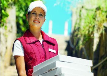 Половина москвичей раз в месяц заказывают еду на дом