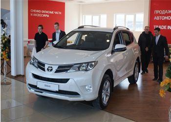 Автомобиль Toyota RAV4 четвертого поколения с шиком представили во Владивостоке