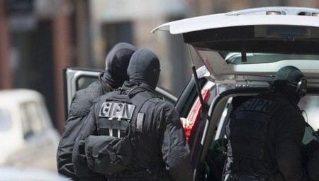 В Марселе неизвестный захватил заложников в кабинете врача-стоматолога.