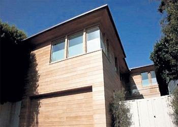 Памела Андерсон продала дом