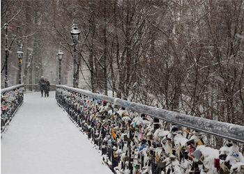 Парк также известен как Парковый, Чертов мост, Малый мост Патона