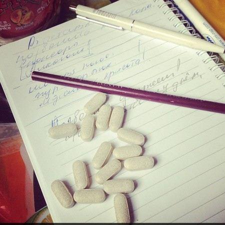 Корнелия Манго рассказала, почему ей приходится пить таблетки.