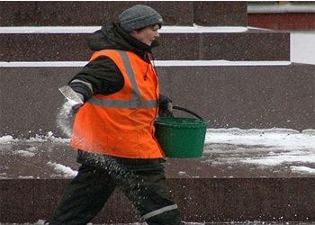 За зиму на улицы Москвы высыпали 300 000 тонн соли