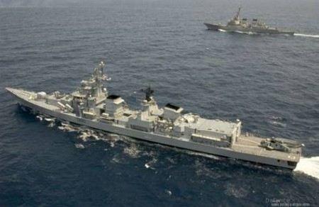 США разместили эсминец и плавучий радар у берегов Южной Кореи.