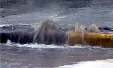 В Санкт-Петербурге за сутки два раза прорывало трубы горячего водоснабжения.