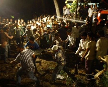 В Индии при обрушении здания погибли около 30 человек.
