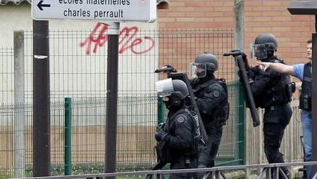 В Германии в Кельне освободили из заложников директора детского сада.