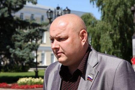 В Нижегородской области избили нетрезвого депутата Заксобрания.