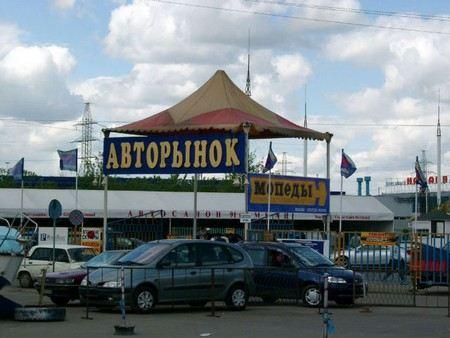 Продажи легковых автомобилей в России в марте снизились на 4%.