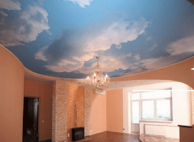 Натяжной потолок в стиле АРТ с изображением неба