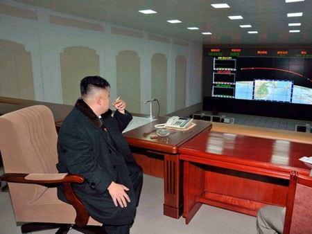 КНДР перевела баллистическую ракету в боевое положение.
