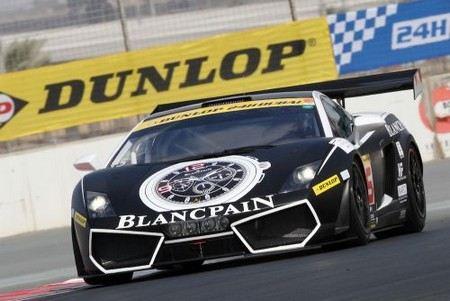 В Дубае полицейских пересадили на Lamborghini.