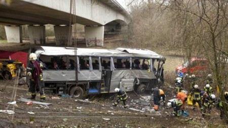 Водители автобуса, попавшего в ДТП в Бельгии получали нарекания.