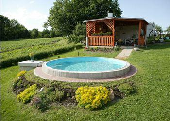 Самый недорогой бассейн стоит 20000 рублей