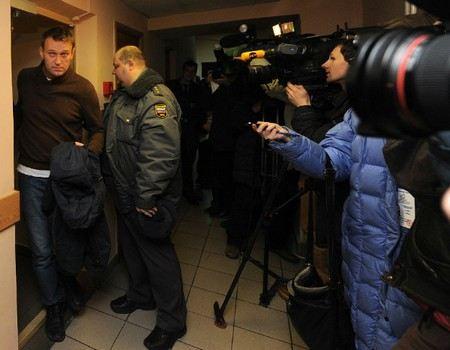 В Кирове проходит суд над Алексеем Навальным.