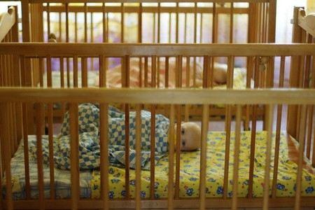 В Хабаровске медсестер из дома ребенка подозревают в избиении детей.