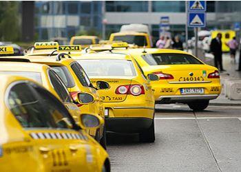 Эксперт поддержал идею об обязательном перекрашивании такси в желтый цвет