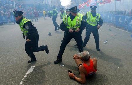 Полицейские убили одного из организаторов терактов в Бостоне.