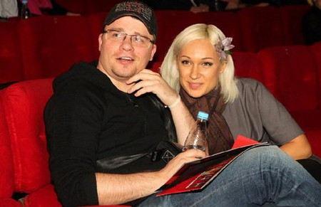 Гарику Харламову не удалось быстро развестись с женой.