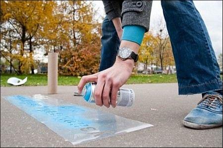 В Москве ввели штрафы за рекламу на асфальте.