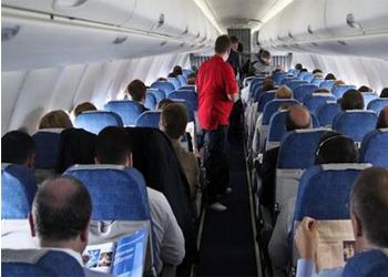 Стюардессы будут усмирять буйных пассажиров электрошокерами и наручниками