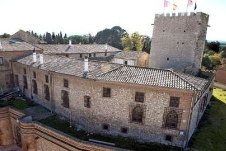 Замок Кортес в Испании