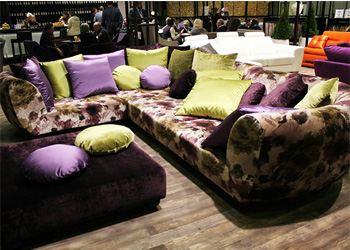 В моде сегодня как светлые, так и яркие цвета мебели