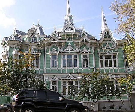 Эти здания строились еще в прошлом веке