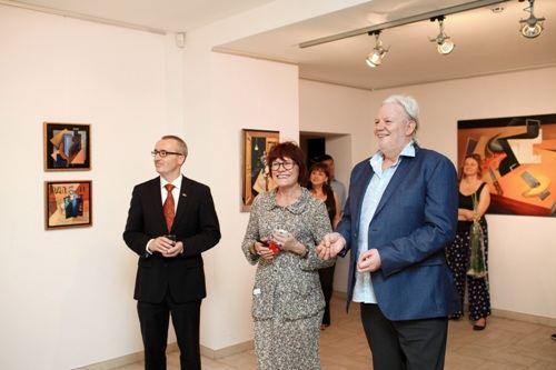 Посол Швейцарии в Украине Кристиан Шёненбергер, владелица галереи Триптих АРТ, художник Вилли Л'Эплаттенье