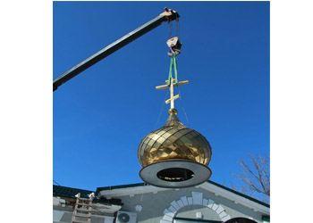 Теперь золотой купол переливается на солнце и просто манит своим ярким светом