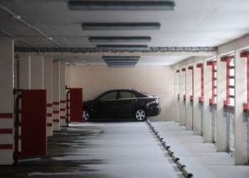В Москве узаконят парковки на нижних этажах жилых домов