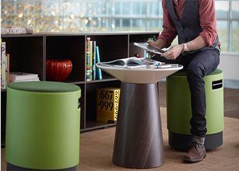 Дизайнеры заменили офисный стул табуретом-неваляшкой