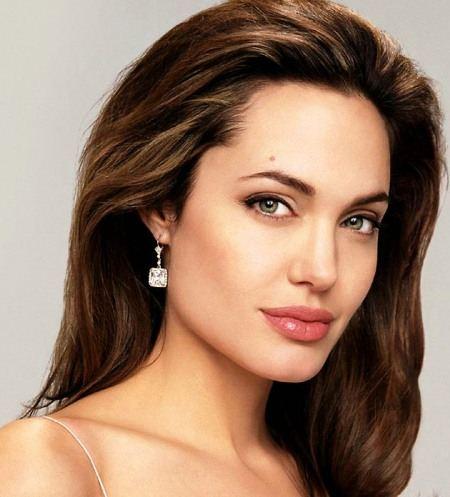 Поступок Джоли не оставил равнодушным